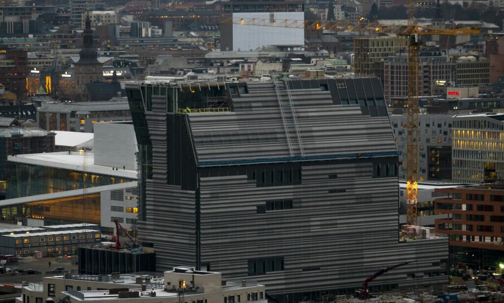 KOKSGRÅ KLOSS: Arkitekt Brochmann mener Lambda er en koksgrå kloss. Foto: NTB scanpix