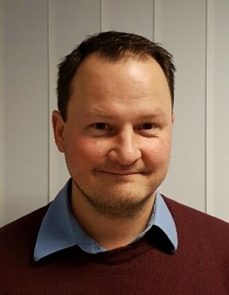 <strong>OVERRASKET:</strong> Knut Arne Marcussen skulle føre over 190 euro til en svensk kollega og ble overrasket av gebyrene en slik overføring medførte. Foto: privat.