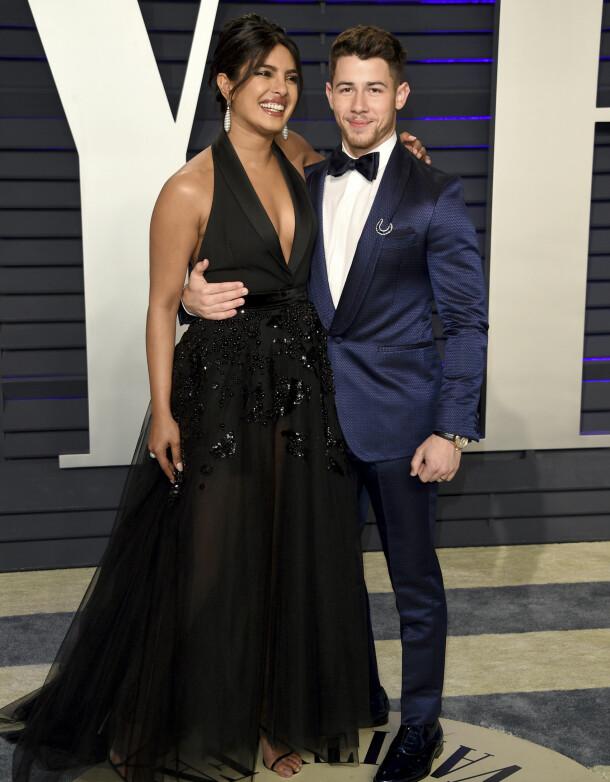 STORSLÅTT FEIRING: Da Priyanka giftet seg med Nick Jonas feiret de bryllupet hele tre ganger. Her under Oscar-etterfesten natt til mandag. Foto: NTB Scanpix