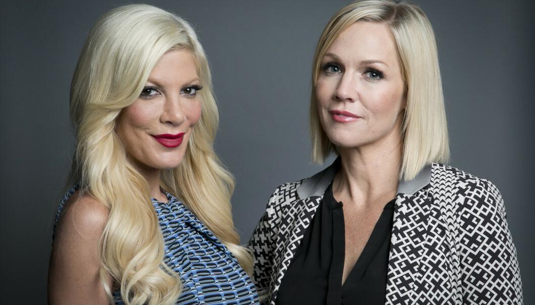 <strong>VENNER:</strong> Tori Spelling og Jennie Garth har kjent hverandre siden de spilte mot hverandre i serien. Foto: NTB Scanpix