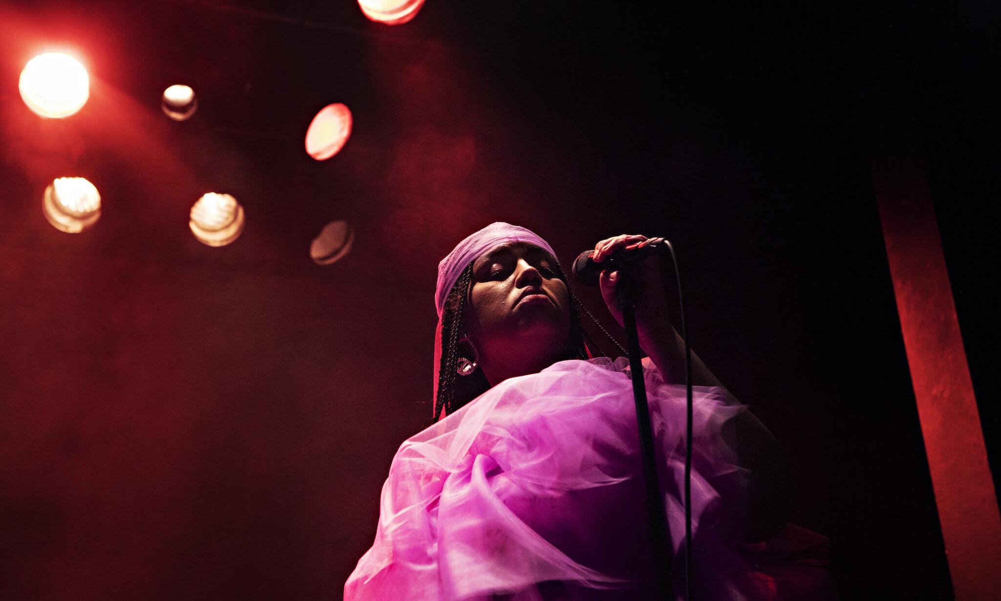 LIL HALIMA: Den 20 år gamle artisten spiller en særegen blanding mellom pop og r'n'b.