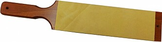 <strong>LÆRSTROPP:</strong> En slik lærstropp settes gjerne inn med slipepasta. Da får du et utmerket verktøy når kniven skal skjerpes. Foto: Produsenten