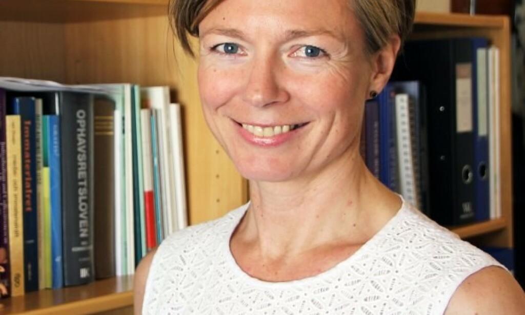 - PÅVIRKER TROVERDIGHETEN: Kari Anne Lang-Ree, advokat i juridisk avdeling i NRK, sier kopiering av NRKs innhold påvirker mediehusets troverdighet. Foto: NRK