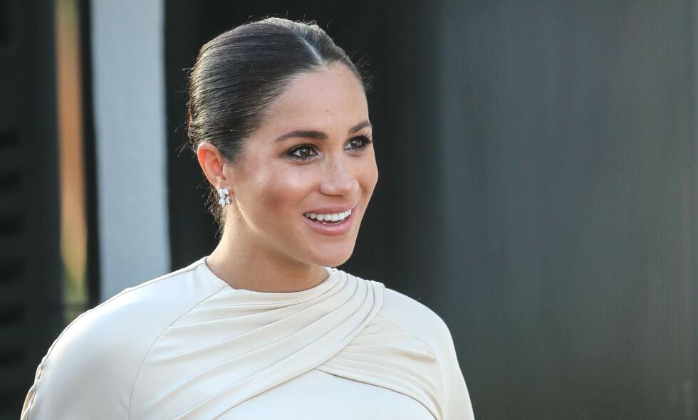 STRENG ETIKETTE: Som hertuginne er Meghan (37) nødt til å følge en rekke regler hva angår kongelig skikk og bruk. Foto: NTB Scanpix