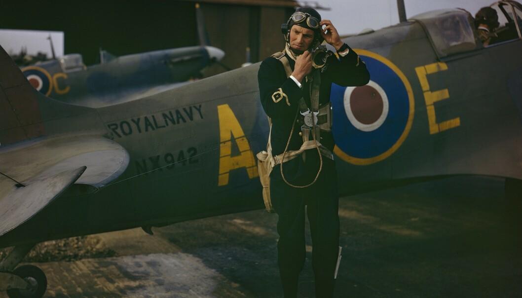 <strong>I FARGER:</strong> Vise-løytnant Harold Salisbury forbereder seg til å ta av med Seafire MK på flyplassen RNAS Yeavilton i september 1943. Foto: IWM