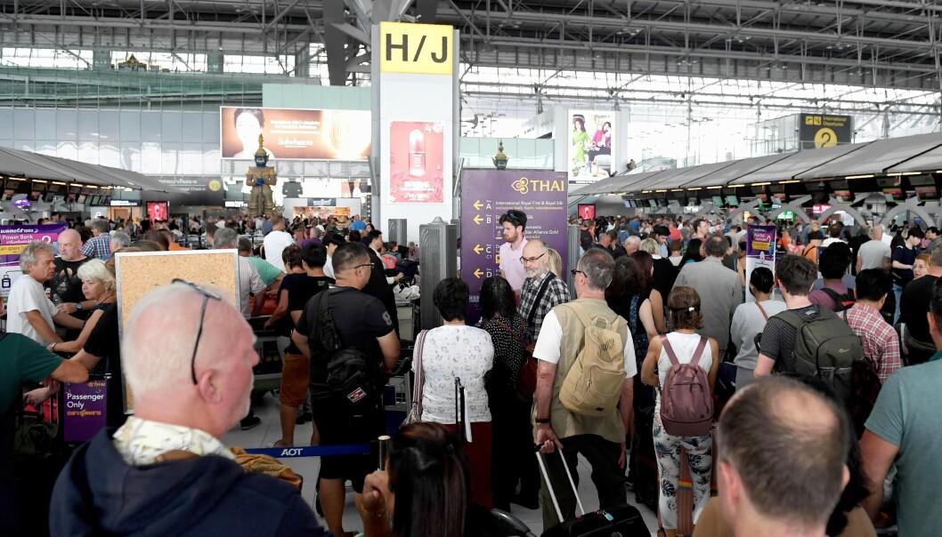 <strong>KAOS:</strong> Suvarnabhumi flyplass i Bangkok har vært preget av forvirrede, sinte og oppgitte passasjerer de siste dagene. Foto: Lillian Suwanrumpha / AFP / NTB Scanpix