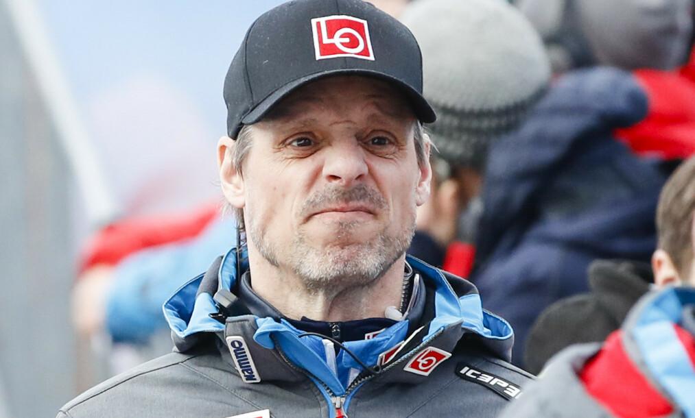 <strong>TØFT:</strong> Alexander Stöckl har hatt stor suksess med de norske hopperne. Men denne sesongen sliter laget kraftig. Foto: Fredrik Hagen / NTB scanpix