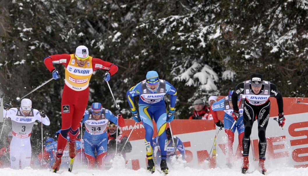 <strong>TRIST:</strong> Aleksej Poltoranin, Petter Northug og Dario Cologna hadde flere intense dueller. Cologna blir trist over å se hva rivalen har gjort. Foto REUTERS/Srdjan Zivulovic (SLOVENIA - Tags: SPORT SKIING)