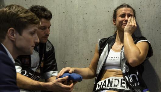 TÅRER: Katharina Thanderz var oppløst i tårer i garderoben etter at hun hadde vunnet over Rachel Bell. Foto: Nima Taheri