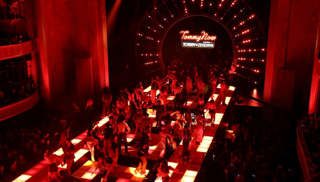 Nattklubb og 70-tallsvibber på Théâtre des Champs-Élysées. FOTO: Janus Højgaard/@thegreaterdane