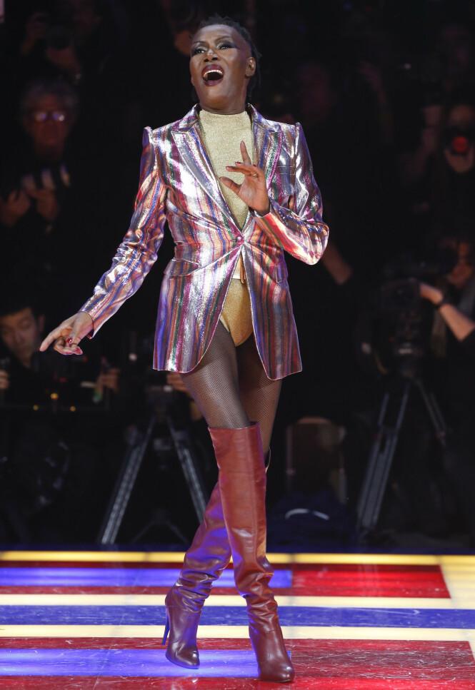Grace Jones er verdens råeste 71-åring (Foto: Tommy Hilfiger)