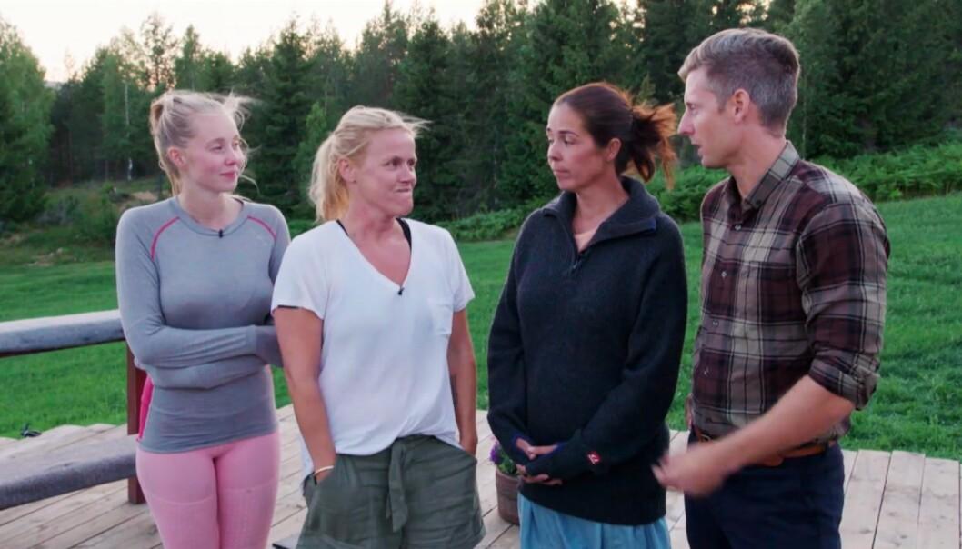 OVER OG UT: Martine Lunde, Johanna Grønneberg og Mina Hadjian måtte mandag kveld forlate «Farmen kjendis»-gården. Det var ikke helt tilfeldig, ifølge enkelte av dem. Foto: TV 2