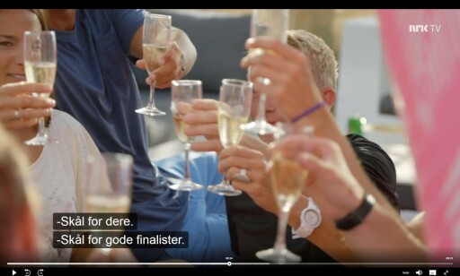 MESTERNES MESTER: Vi har uke etter uke sett utøverne drikke vin til middag, og da Pål Anders Ullevålseter til slutt vant, står sjampanjespruten, skriver innsenderne. Foto: NRK