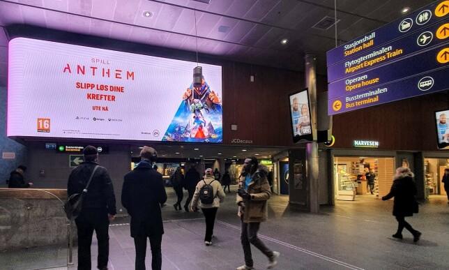 STORSPILL: Spaserer du gjennom Oslo S, unngår du neppe å se reklame for Anthem. Foto: Pål Joakim Pollen