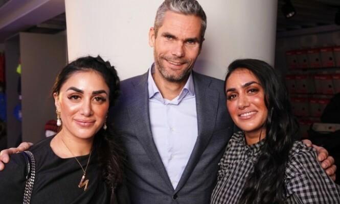 GJENGEN: Thomas Alsgaard er med i sin første realityserie, sammen med blant annet NRK-profil Vita Mashadi. Her er de fotografert med Vitas tvillingsøster Wanda. Foto: Espen Solli