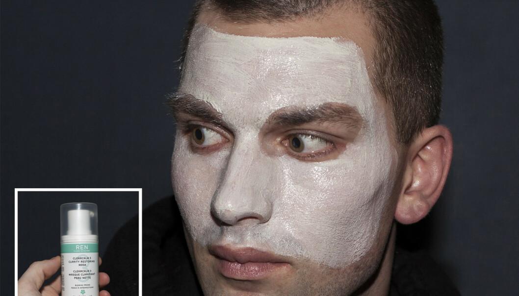 GODE RESULTATER: - Det største problemet mitt har alltid vært tørr og sensitiv hud, men det har blitt mye bedre etter at jeg begynte å bruke disse produktene, forteller Stephen. Her med en ansiktsmaske fra Ren.