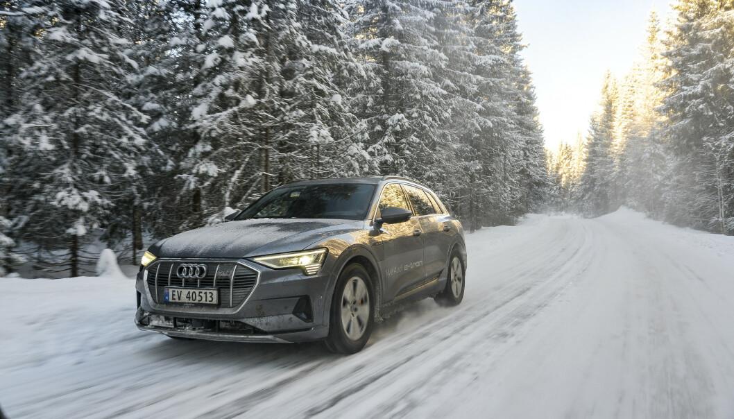 <strong>GODT I SIGET:</strong> Audi leverer nå jevnt og trutt av sin nye el-SUV e-tron, men i likhet med elbilmarkedet for øvrig, er tallet på nye registrerte biler ned i forhold til en svært god mars måned. Foto: Jamieson Pothecary