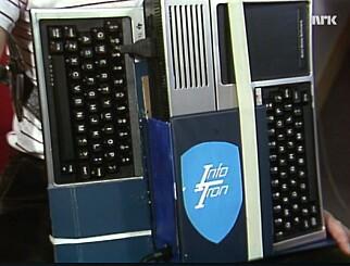 Roald sitt digitale trekkspill består av to Texas TI-99-datamaskiner. 📸: NRK