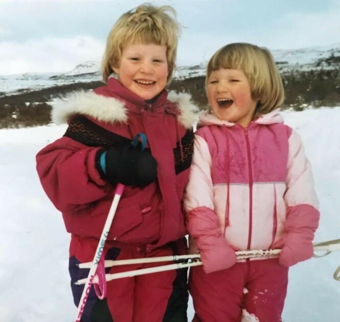 SKIGLEDE: Foreldrene til Ida og Mari Eide har alltid oppfordret barna sine til å drive med sport, og kjørte dem gledelig til og fra aktivitetene. FOTO: Privat