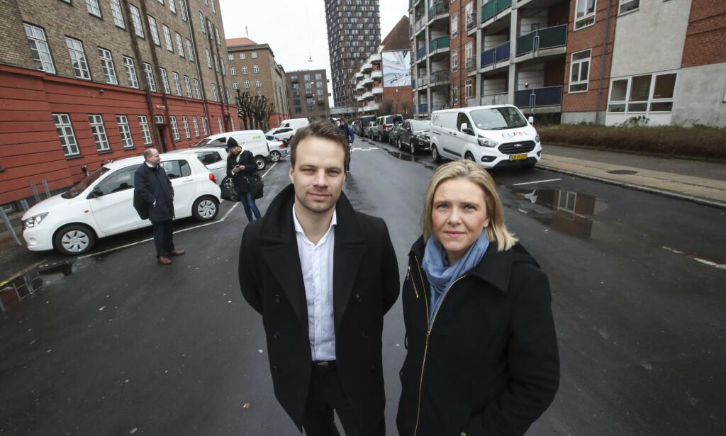I MJØLNERPARKEN: Sylvi Listhaug og Jon Helgheim fra FrP besøker Mølnerparken i København torsdag. Foto: Vidar Ruud / NTB scanpix