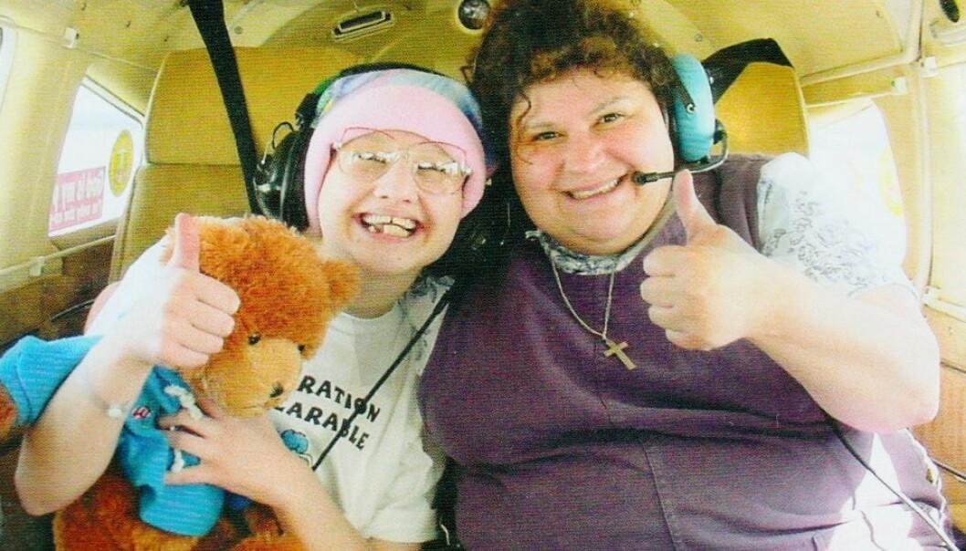MOR OG DATTER: Dee Dee Blanchard (til høyre) fabrikkerte symptomer for å fremstille datteren Gypsy Rose (til venstre) som alvorlig syk. FOTO: HBO
