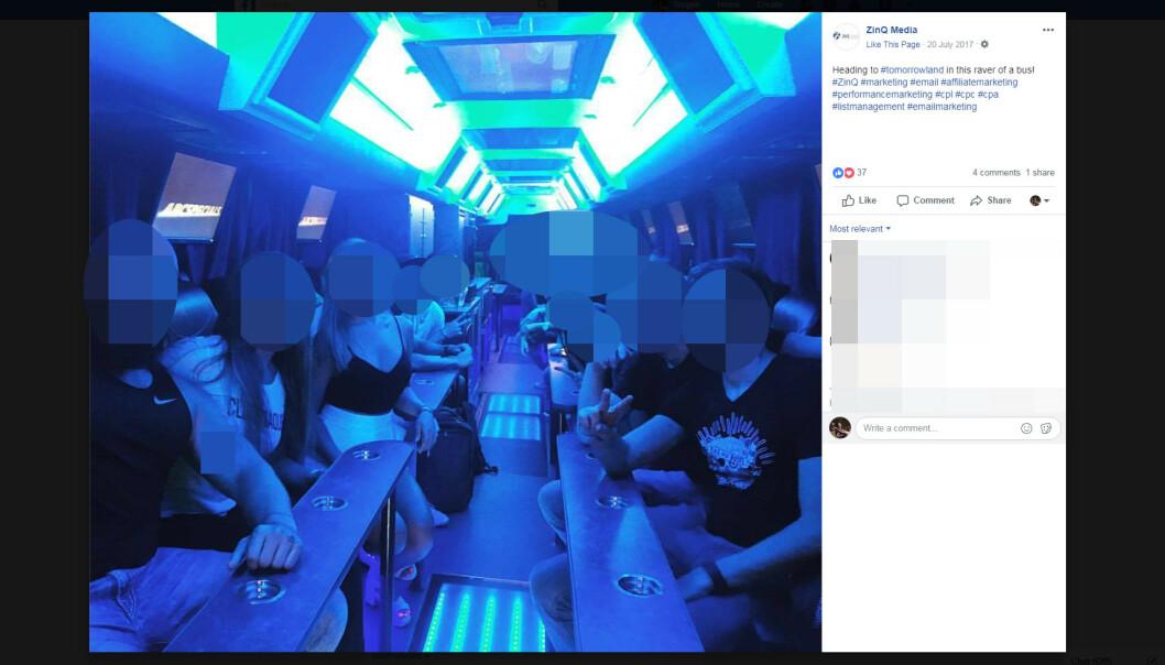 <strong>PARTYBUSS:</strong> Her lekes det ikke firmafest. Det skal være neonlys og egen buss. Foto: Facebook