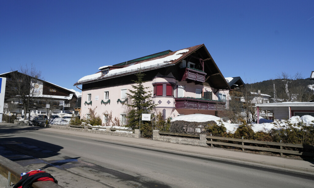 RAZZIA: Det var på dette hotellet razziaen i Seefeld ble gjennomført. Nå viser det seg at Mark Schmidt, mannen bak dopingoperasjonen, oppholdte seg på Lillehammer under et verdenscuprenn i desember. Foto: NTB scanpix