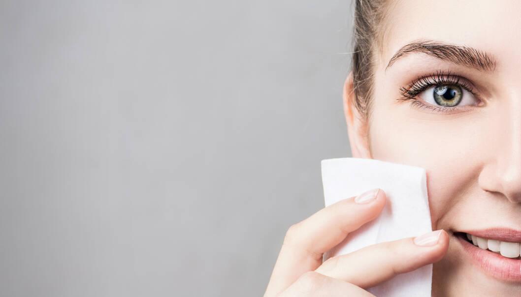 RENSESERVIETTER: Makeupartisten Helle Bang forteller til KK at alkoholen i renseserviettene tørker ut huden. FOTO: NTB Scanpix