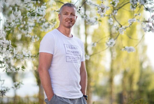 FIKK KLÆR: Ole forteller at han er fornøyd med å ha fått litt gratis klær. Foto: Alex Iversen / TV 2