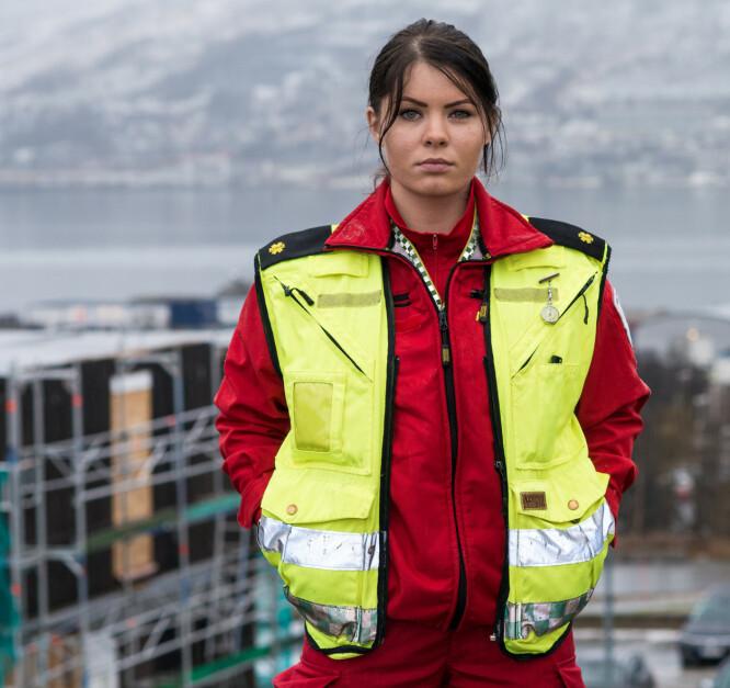 ALLTID BEREDT: - Det beste med jobben er at ingen dager er like, sier Maja til KK.no. FOTO: NRK