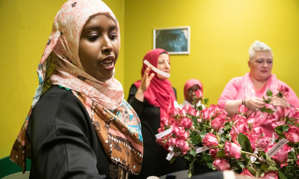 ERFARING: Fawzia Mohammed deler sine erfaringer for å hjelpe andre. Foto: Øistein Norum Monsen / Dagbladet