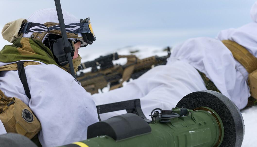 <strong>JOINT VIKING:</strong> Soldater fra 2. bataljon klargjør for angrep med det panserbekjempende våpensystemet Javelin, under øvelse Joint Viking 2015 i Finnmark. Foto: Ole Sverre Haugli/Hæren / NTB scanpix
