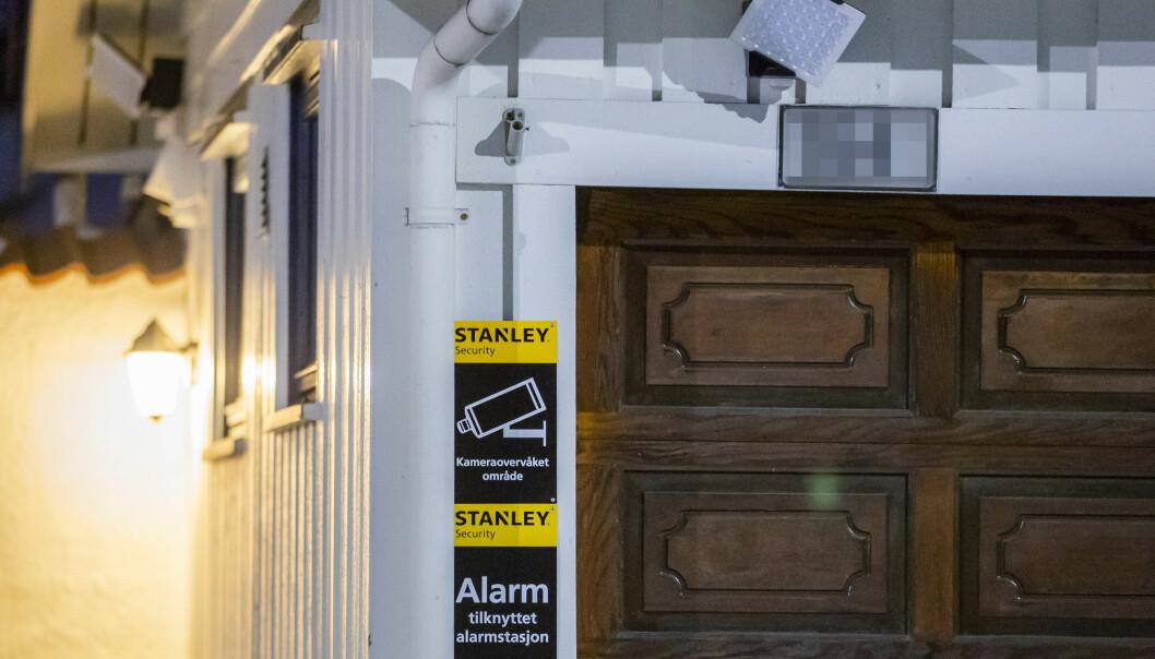 <strong>OVERVÅKING:</strong> Dette bildet av Tor Mikkel Waras hjem har statsrådens samboer publiserte i forbindelse med kritikk av Filter Nyheters påstand om at de på et tidlig stadie i etterforskningen takket nei til videoovervåking på eiendommen. Foto: Håkon Mosvold Larsen / NTB scanpix