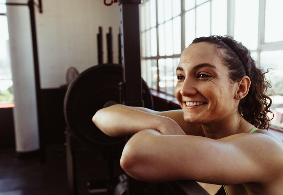 STYRKETRENING: Bare 10-12 uker med styrketrening kan gi 20 kalorier ekstra i hvileforbrenning i døgnet hos en nybegynner. FOTO: NTB Scanpix