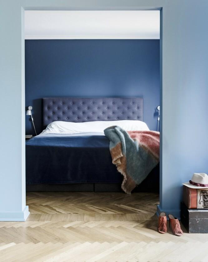 Pleddet som ligger på sengen, er fra Beau Marché. FOTO: Anitta Behrendt