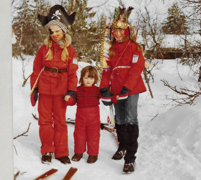 Kusine Torild, lillesøster Anne Dorte og meg på påskeskirenn på Ljøsheim en gang på 80-tallet (Foto: Privat)