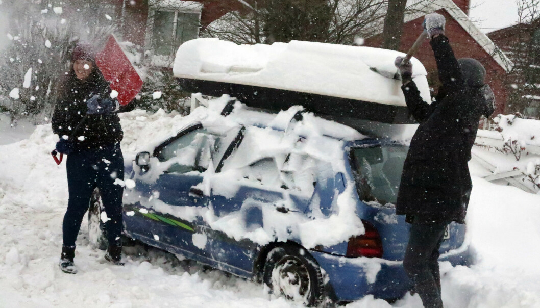 <strong>KAN BLI SNØKAOS:</strong> Meteorologisk institutt har sendt ut farevarsel. På Østlandet og Sørlandet ventes store mengder snø natt til onsdag. Foto: NTB Scanpix