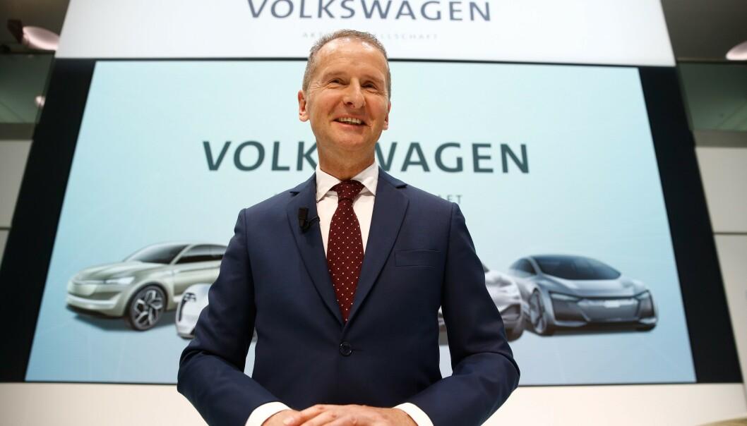 MILJØHENSYN: Sjef for VW-gruppen Herbert Diess sier de vil lage 22 millioner elbiler de neste 10 årene. Foto: NTB Scanpix