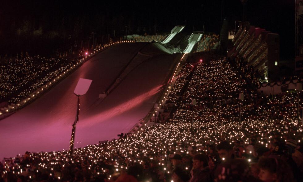 MED FOLKETS HJELP: Et folkehav av lys under avslutningsseremonien i Lysbårdsbakkene på Lillehammer 27. februar 1994. Foto: Pål Hansen / NTB scanpix