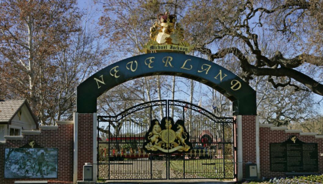 <strong>OVERDÅDIG:</strong> Michael Jackson sparte ikke på kruttet da han bygget Neverland. Her er inngangsporten avbildet i 2004. Foto: NTB Scanpix
