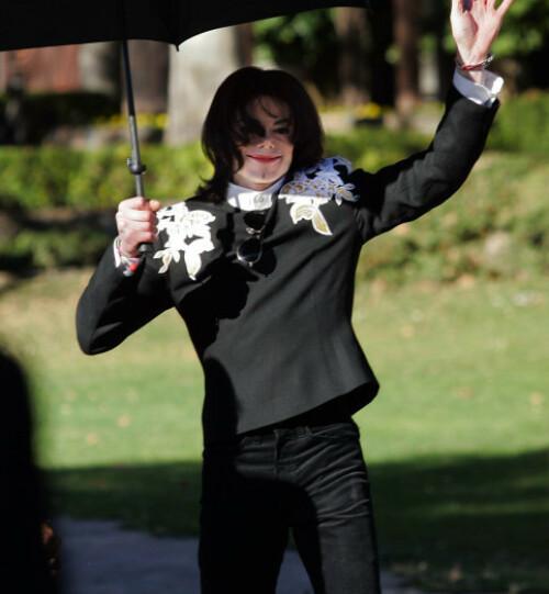 <strong>HJEMME:</strong> Michael Jackson avbildet ved Neverland i 2004. Foto: NTB Scanpix