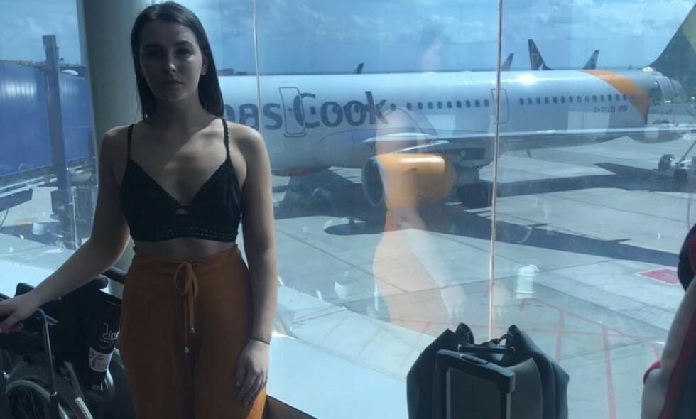 FØLER SEG UTHENGT: Emily O'Connor forteller at kabinpersonalet flokket seg rundt henne og ba henne dekke seg til om bord på en Thomas Cook-flygning fra Birmingham til Tenerife. - Det var forferdelig. Foto: Privat