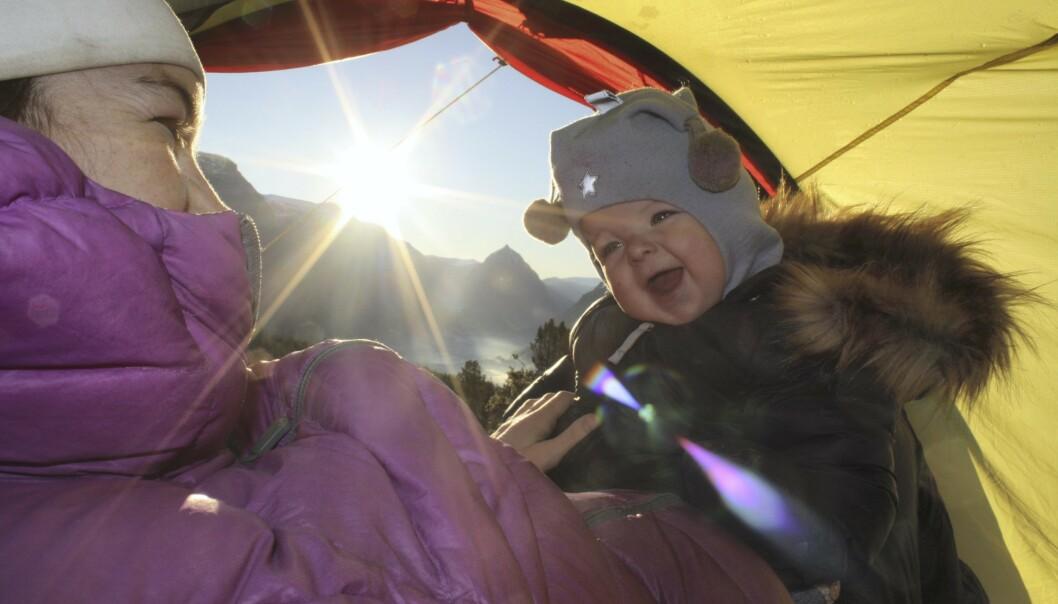 MIKKEL OG MAMMA: Ettåringen Mikkel har sovet 25 netter i telt allerede. Han er Elises største grunn til å komme seg opp, og velge å leve. FOTO: Privat