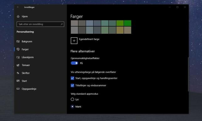 Aktiverer du mørk modus i Windows 10, blir brukergrensesnittet slik.