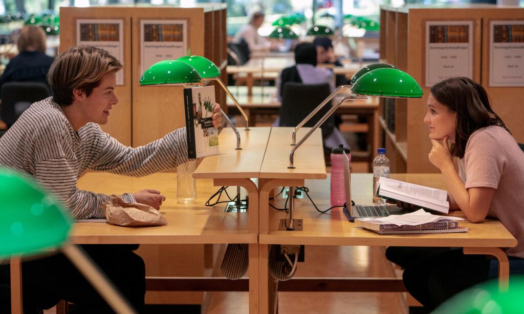 «SEMESTER»: Erling og Maria (Zoe Rodgers) på Blindern i sesong to. Foto: Curry Film
