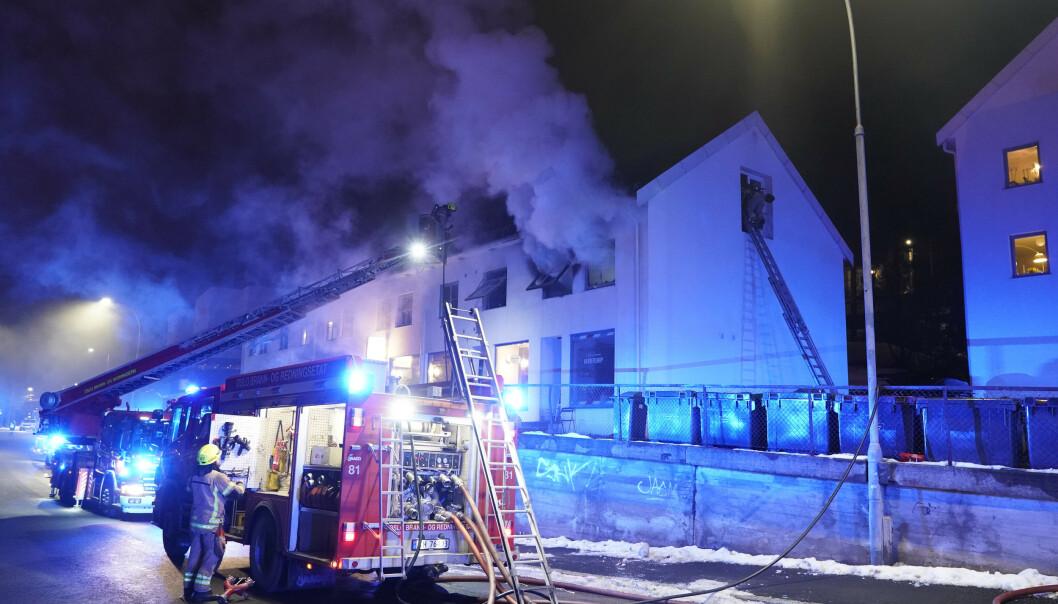 Det brenner kraftig i Herregårdsveien på Nordstrand i Oslo. Foto: Cornelius Poppe / NTB scanpix