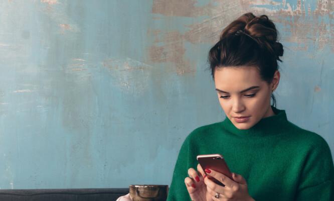 SOSIAL ANGST: Det kan være spesielt vanskelig for personer med sosial angst å ta samtaler over telefonen. FOTO: NTB Scanpix