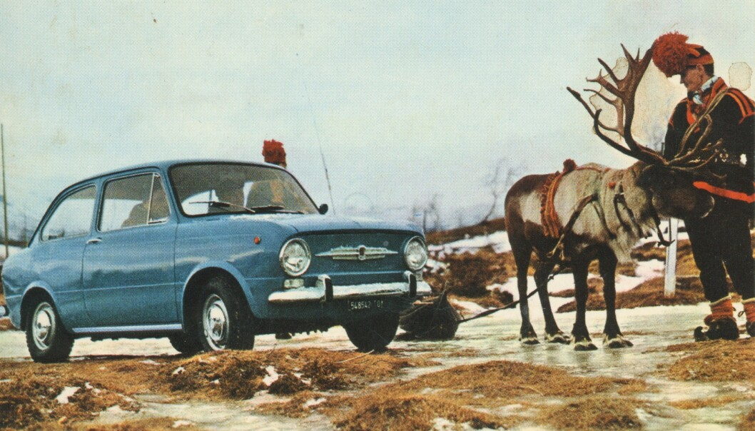 <strong>BIL PÅ VIDDA:</strong> FIAT 850 ble promotert på Vidda med samer. Bildet er hentet fra boka.