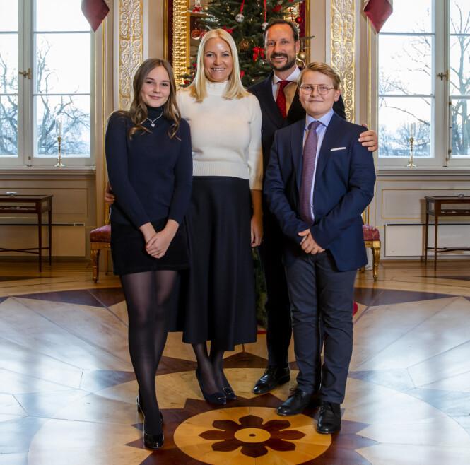 KRONPRINS-FAMILIEN: Kronprins Haakon og kronprinsesse Mette-Marit med sine to felles barn, Ingrid og Magnus (som foreldrene kaller dem). Foto: NTB Scanpix