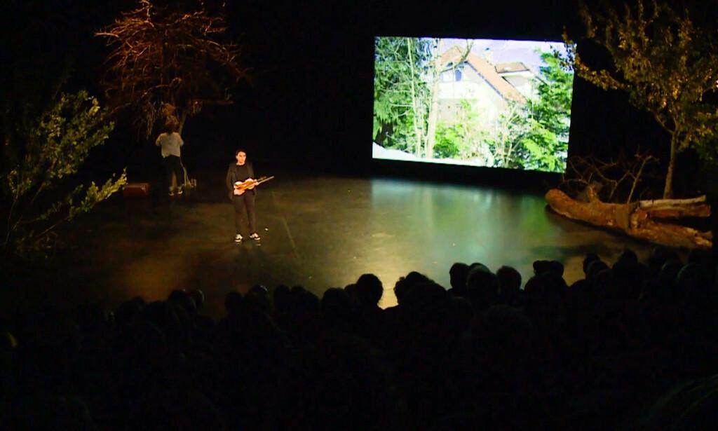 HUSET I STYKKET: Her er det som vises av Tor Mikkel Wara og Laila Bertheussens bolig i teaterstykket «Ways of Seeing». Nå er kvinnene bak stykket siktet for å ha krenket privatlivets fred.